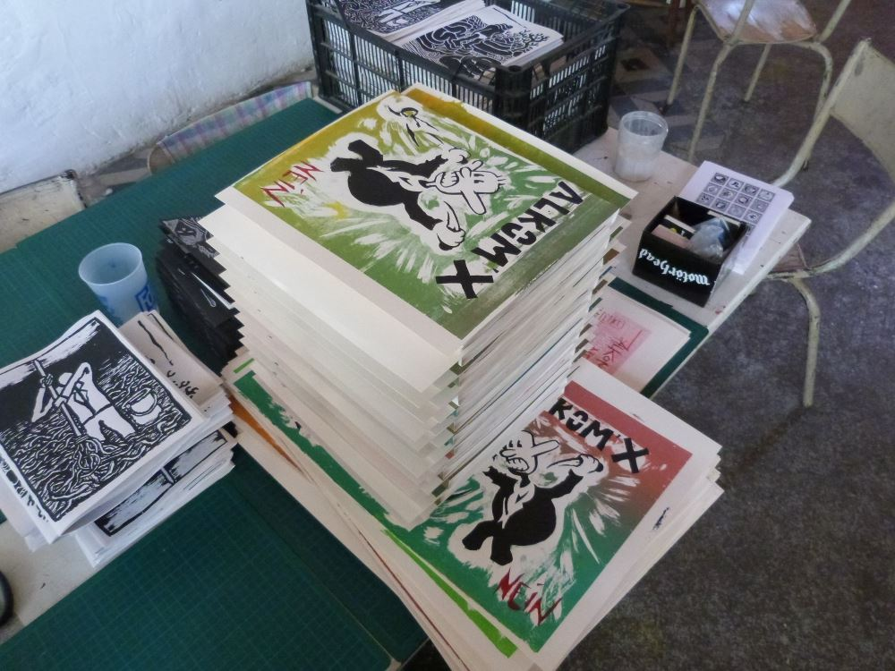 ALKOM'X 9-10 is diy silkscreened zine